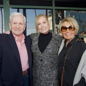 Stan Fishman, Julie Nadel y Roberta Fishman en la recepción